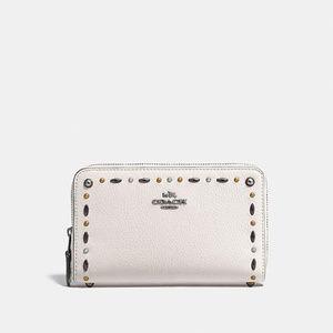 COACH Women's Medium Zip Around Wallet with Prairi